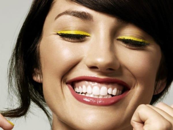 Cười hở lợi và cách khắc phục giúp bạn cười tự tin hơn