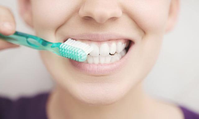 Theo nghiên cứu nha sĩ, nên đánh răng sau bữa ăn khoảng 20 – 30 phút để bảo vệ sức khỏe răng miệng toàn diện