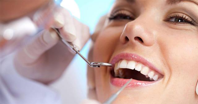 Nhổ răng khôn được xem là phương pháp giúp bạn bảo vệ hàm răng khỏe mạnh và không bị xô lệch