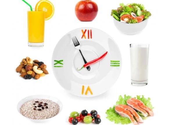Bạn nên xây dựng chế độ ăn uống hợp lý và chăm sóc răng kĩ lưỡng đảm bảo răng luôn sạch và khỏe mạnh