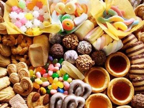 Ăn quá nhiều đồ ngọt và axit có nguy cơ gây sâu răng rất cao