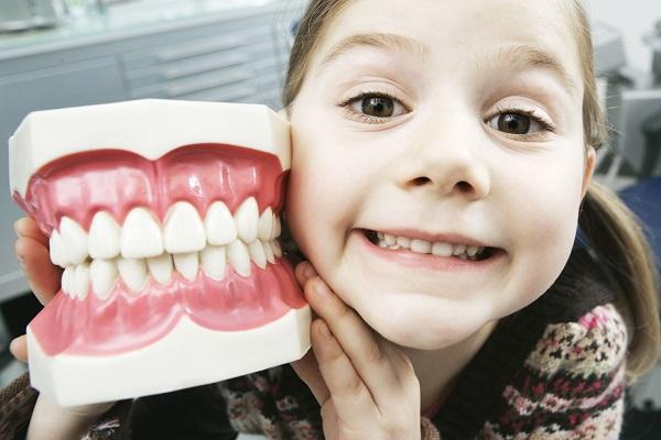 Bật mí cách chăm sóc răng miệng cho con theo từng độ tuổi